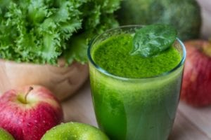 Green juice with kale in it